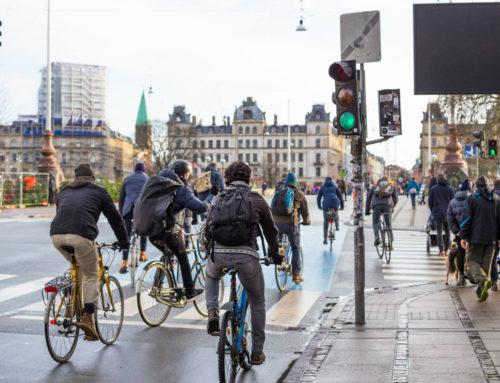 Vélo électrique ou scooter : lequel choisir en ville ?