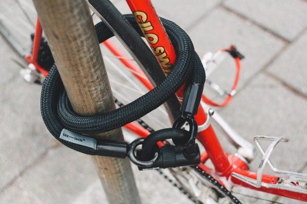 Attacher son vélo au cadre